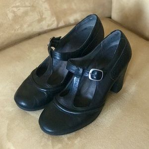 AEROSOLES Black Leather T-Strap Mary Jane Pumps